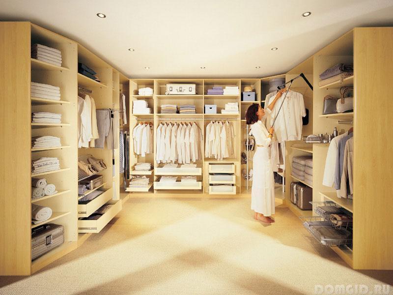 Варианты обустройства гардеробной комнаты.