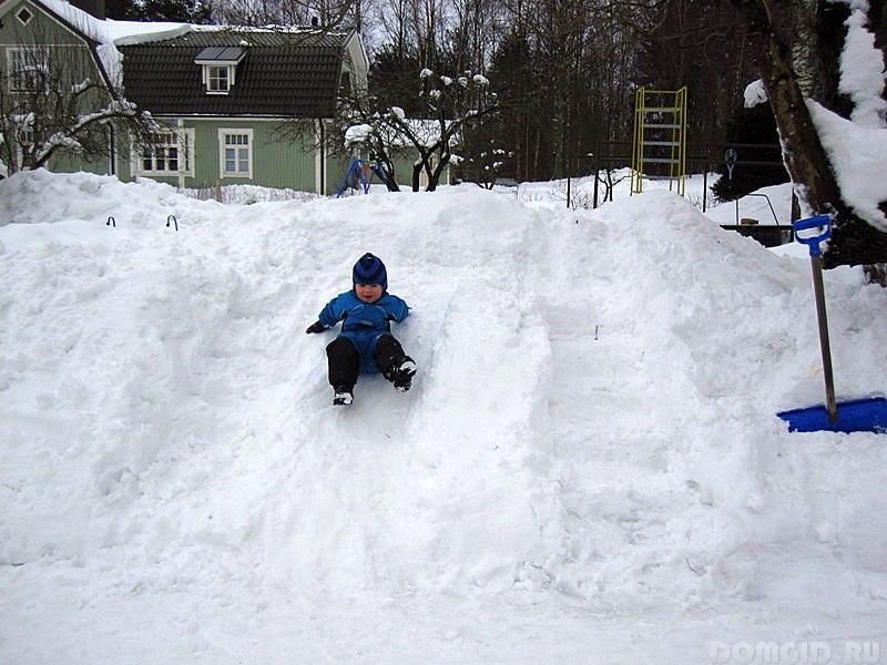 Снежная горка на приусадебном участке, делаем снежную горку своими руками