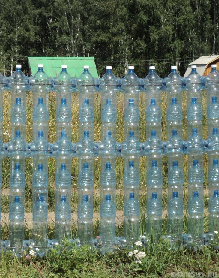 Заборчик для цветника из пластиковых бутылок своими руками