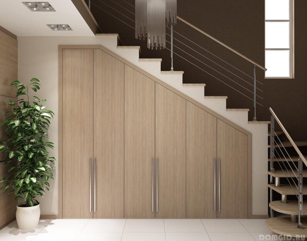 Шкаф под лестницей в частном доме своими руками